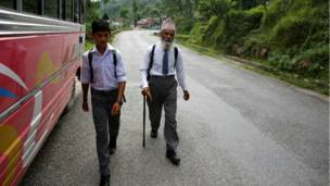 Durga Kami, 68 tuổi, học lớp 10 ở trường Shree Kala Brhaibab, Nepal