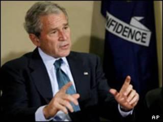 جورج بوش در ملاقات با بازرگانان در لوئیزیانا