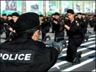 تصویری از نیروهای پلیس ایران