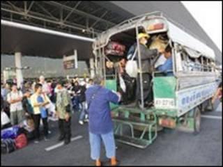 خروج تظاهرکنندگان از فرودگاه بین المللی بانکوک