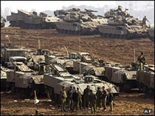 تانک های اسرائیلی به طرف مرز غزه با اسرائیل پیش می رود