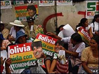 Bolivianos na campanha para o referendo