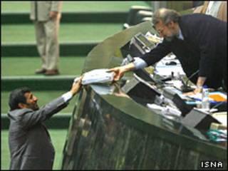 محمود احمدی نژاد در مجلس