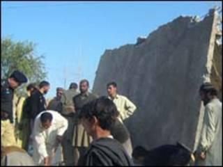 Escola destruída por homem bomba no Vale do Swat em 2008/Getty Images
