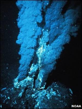 Fonte hidrotermal no fundo do mar