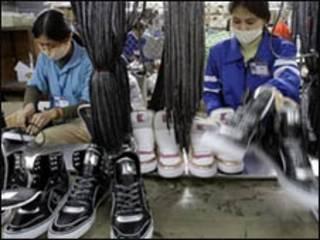 Công nhân nhà máy giày