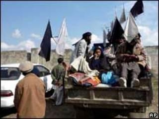 Simpatizantes do Talebã no Vale do Swat, Paquistão