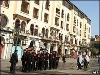 Polícia do Egito patrulha local da explosão
