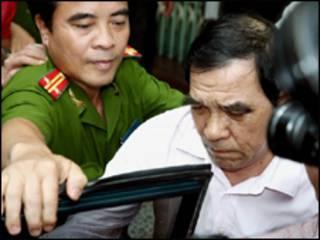 Ông Huỳnh Ngọc Sỹ khi bị bắt