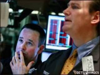 Operadores da Bolsa de Nova York nesta segunda-feira (Getty Images)