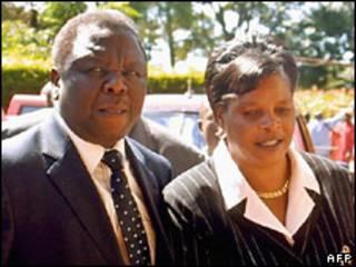 O premiê Morgan Tsvangirai e sua esposa, Susan.
