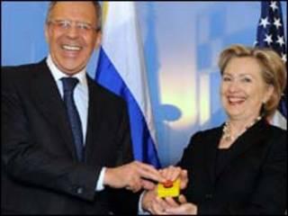 A secretária de Estado americana, Hillary Clinton, e o chanceler russo, Sergei Lavrov.