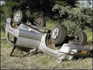 Chiếc xe gặp nạn của vợ chồng ông Tsvangirai