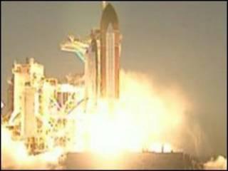 Tàu Discovery được phóng lên không gian