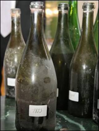 garrafas de champanhe do século 19