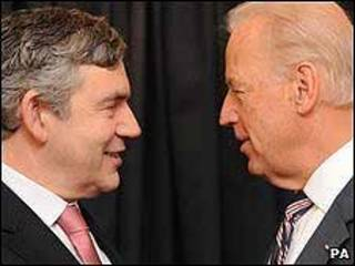El primer ministro británico Gordon Brown y el vicepresidente de EE.UU. Joe Biden