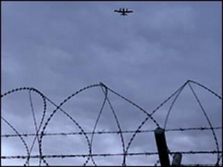 سیم های خاردار پایگاه هوایی بگرام، دوم مارس 2009