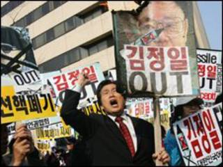 Sul-coreano protesta contra lançamento