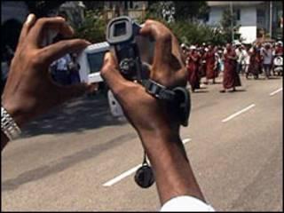 Quay phim biểu tình ở Miến Điện