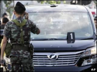 Carro de Sondhi Limthongkul após ataque