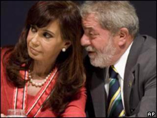 O presidente Luiz Inácio Lula da Silva e Cristina Kirchner durante encontro em São Paulo, em 20 de marco (AP)