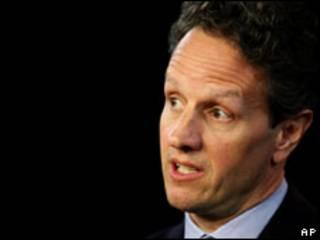 O secretário do Tesouros dos EUA, Timothy Geithner, durante entrevista coletiva nesta sexta-feira (AP)