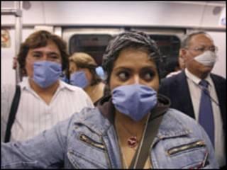 População usa máscaras cirúrgicas no México