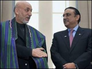 حامد کرزی (چپ) و آصف علی زرداری
