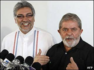 Luiz Inácio Lula da Silva (dcha.) y Fernando Lugo