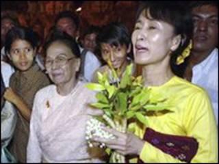 Lãnh tụ đối lập Miến Điện năm 2002