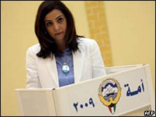 Rola Dashti, una de las mujeres que ocupará un escaño en la Cámara Legislativa