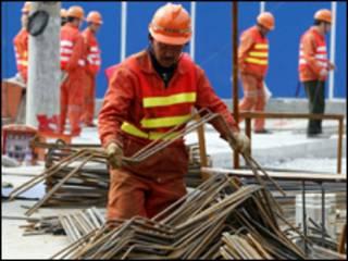 Trabalhador da construção civil na China (AP/arquivo)