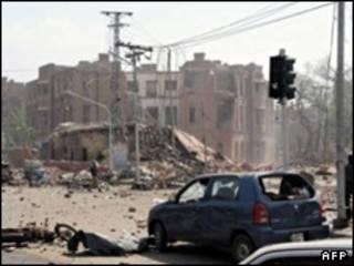ماموران امداد در محل انفجار