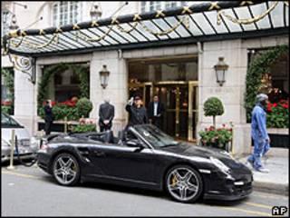 Fachada do hotel Bristol de Paris