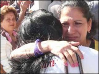 Reencuentro de cubanos en el aeropuerto de La Habana