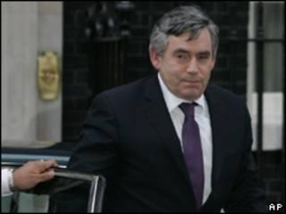 O primeiro-ministro britânico, Gordon Brown, ao deixar a reunião do Partido Trabalhista