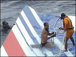 Tìm máy bay rớt trong Đại Tây Dương
