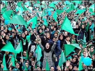 رنگ سبز نشان انتخاباتی میرحسین موسوی است