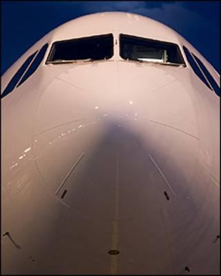Frente do Airbus A330 com os sensores Pitot (foto AirTeamImages)