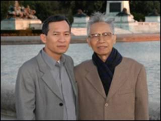 Ông Nguyễn Sỹ Bình với cố giáo sư Hoàng Minh Chính, hình chụp năm 2005 tại Mỹ