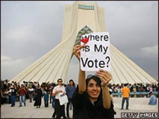 Manifestante protesta contra resultado eleitoral (14/6)