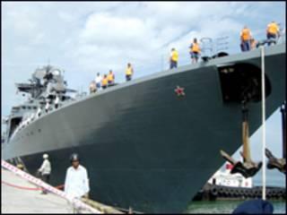 """Tàu khu trục Nga """"Đô đốc Panteleyev"""" cập bến Đà Nẵng - Ảnh Vietnam Net"""
