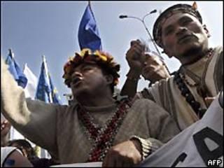 Indígenas protestando en Perú.