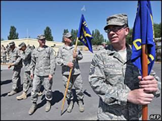 Soldados estadounidenses en la base de Manas