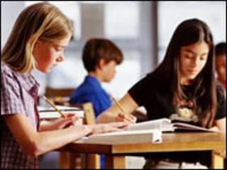 अंग्रेज़ी सीखते बच्चे
