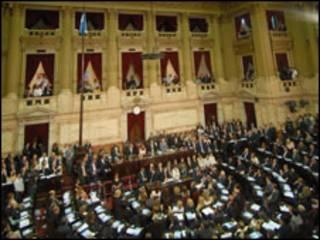 Deputados assistem na Câmara Argentina a um discurso da presidente Kirchner (foto: Senado Argentino)