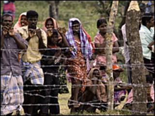 श्रीलंका के शिविरों में रह रहे तमिल नागरिक (फ़ाइल फ़ोटो)