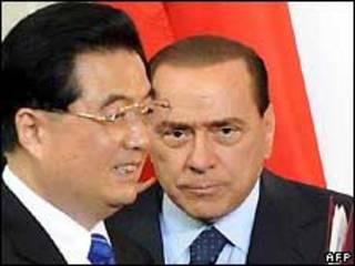 برلوسکونی در کنار جینتائو رئیس جمهوری چین
