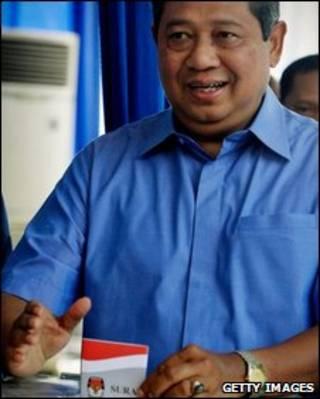 Tổng thống Susilo Bambang Yudhoyono tại phòng bỏ phiếu