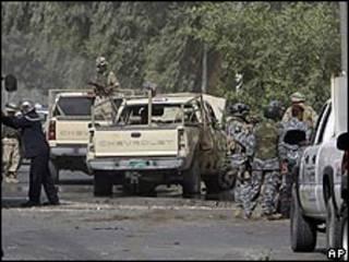 قوات عراقية في موقع انفجار قنبلة ببغداد